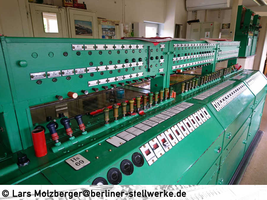 http://www.berliner-stellwerke.de/images/Bauformen/Orenstein-und-Koppel/Altenburg-Hebelwerk.JPG