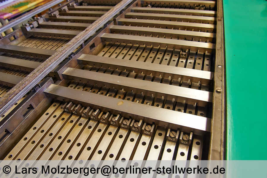http://www.berliner-stellwerke.de/images/Bauformen/Orenstein-und-Koppel/Verschlussregister_OuK.JPG