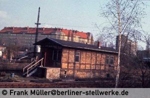 Stellwerk Abm 1980 aus der fahrenden S-Bahn fotografiert. Foto Frank Müller