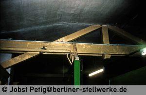 Die Dachkonstruktion liegt offen. 3. März 1990 . Foto Jobst Petig