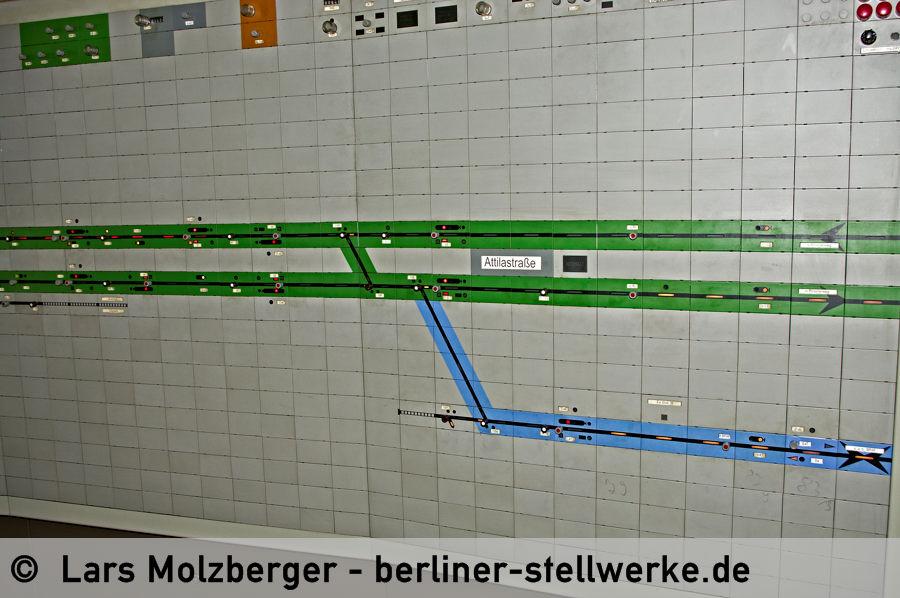 Abzweig Mariendorf Richtung Südkreuz Fernbahn. Zur Unterscheidung der Gemeinschaftsstrecke ist die Fernbahn blau hinterlegt. 10. Juni 2010. Foto Lars Molzberger