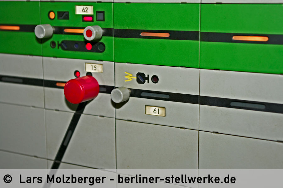 Eine Spezialität nur für die DR: Das eingravierte Ra 11a gibt es nur bei den zwei Stellwerken Mf und Tgl. 10. Juni 2010. Foto Lars Molzberger