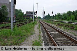 Das Stellwerk Mf vom Gleis 8 aus gesehen. 10. Juni 2010. Foto Lars Molzberger