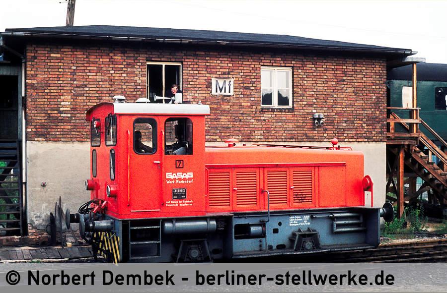 Fahrdienstleiter und Lokführer der Gasag plauschen miteinander. 1980 Foto Norbert Dembek