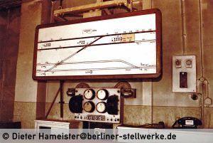 Die Gleisfreimeldetafel Ntm. Nur die S-Bahn war ausgeleuchtet. Foto 1986 Dieter Hameister