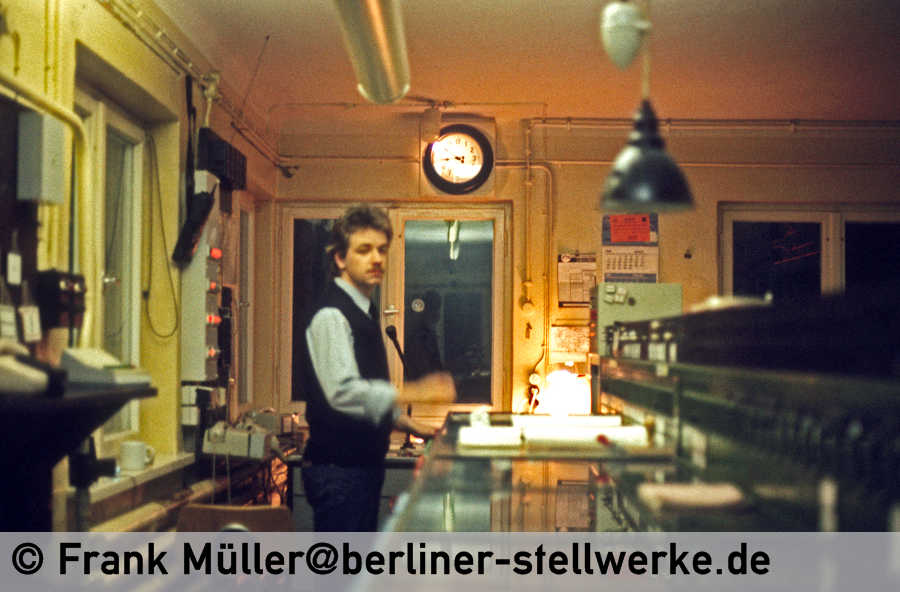 FM_1985-02_38-008_Neg